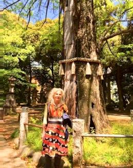 janet with tasseled tree